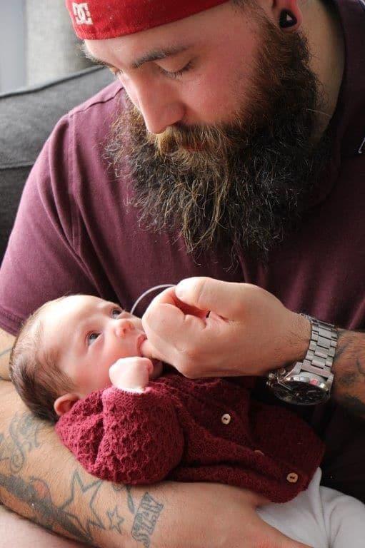 père-avec-son-bébé
